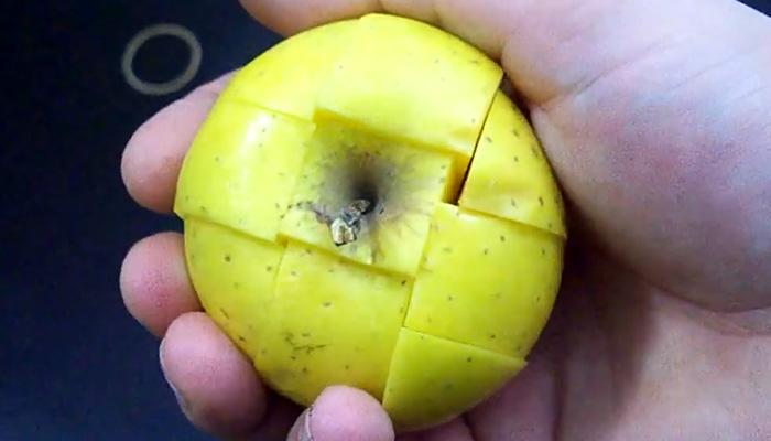 Как сохранить нарезанное яблоко от потемнения.