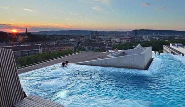 Термальный спа-центр в центре Цюриха.