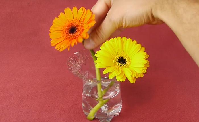 Простейшая вазочка для цветов, которую можно быстро сделать своими руками.