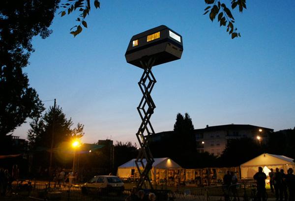 Ночной загадочный караван в небе.