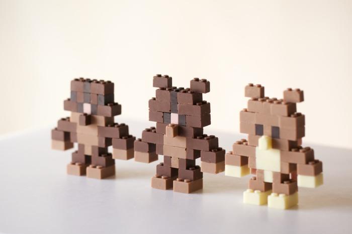 Забавные персонажи из шоколадных кубиков Lego.