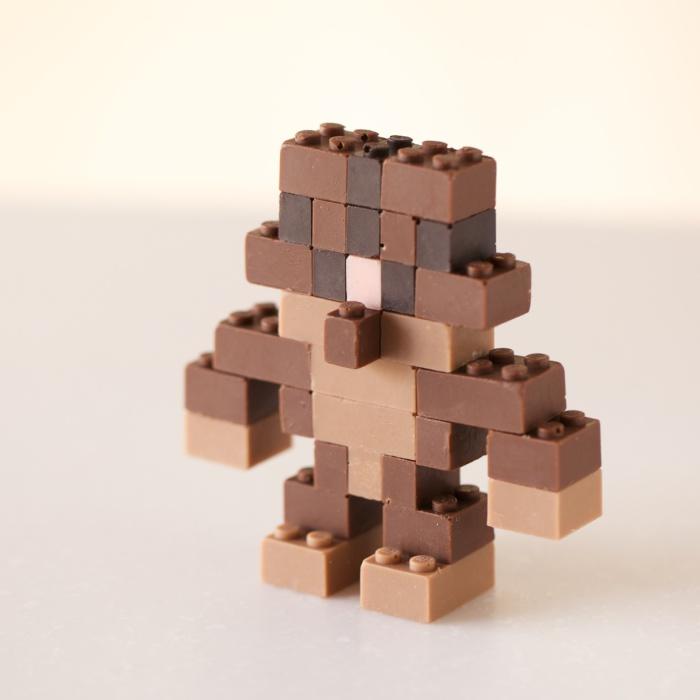Роботы из шоколадного конструктора Лего.