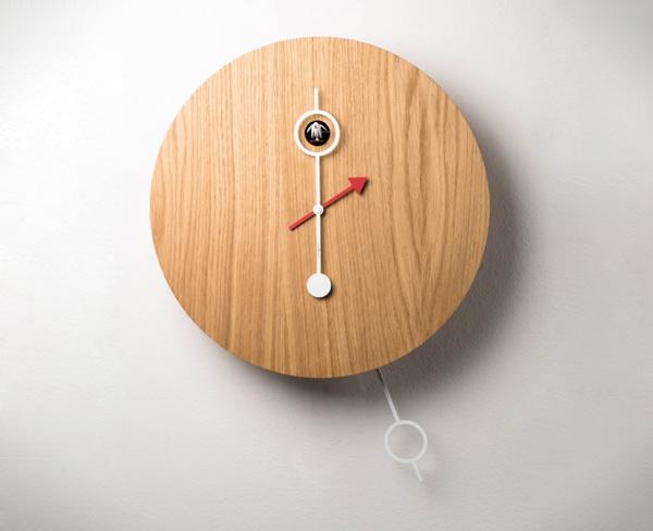 Часы с кукушкой. Исполнение в дереве.