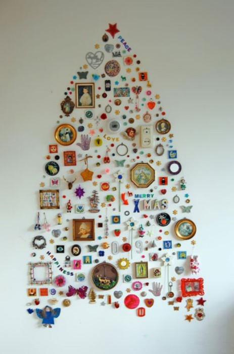 Инсталляция из любимых сердцу мелочей.