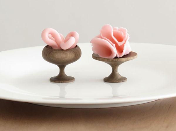Кубок и тарелка из древесины грецкого ореха.