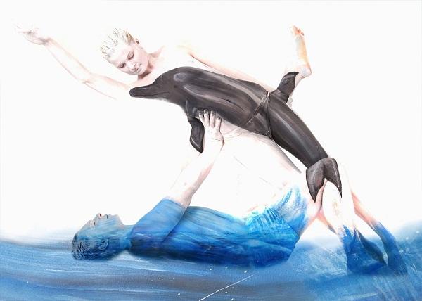 Дельфин и море. Потрясающий немецкий бодиарт.
