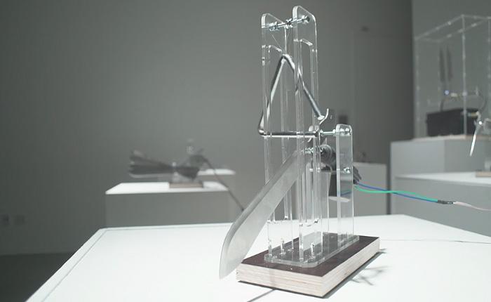 Electric Knife Orchestra - инсталляция от художника-гика Нейла Мендозы.