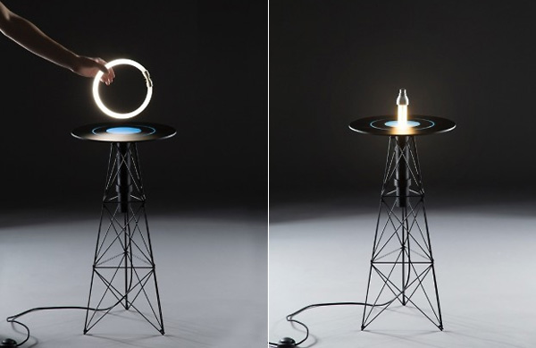 Стол, зажигающий лампочки.