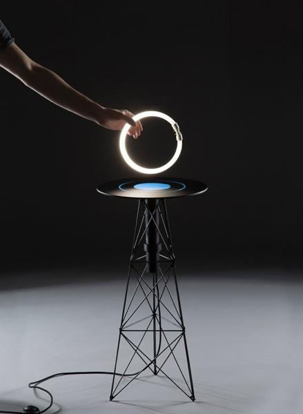 Электромагнитный стол от Florian Dussopt.