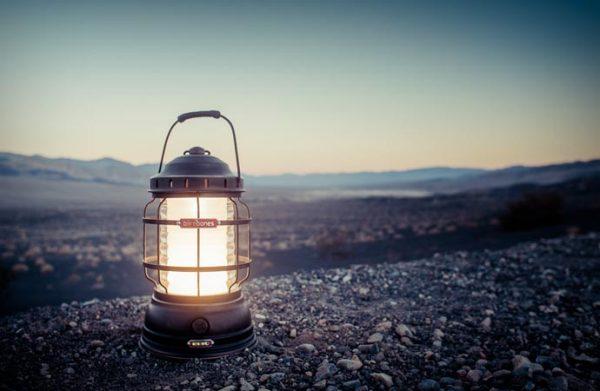 Аккумуляторный фонарь в стиле ретро.