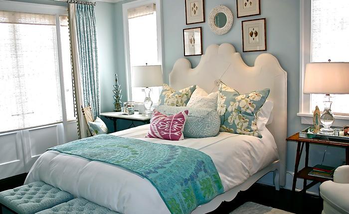 Интерьер спальни для девушки - нежный и прекрасный.