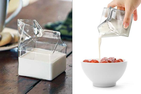 Креативный молочник в виде картонного пакета молока.