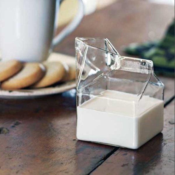 Glass Milk Carton. Забавный стеклянный молочник.