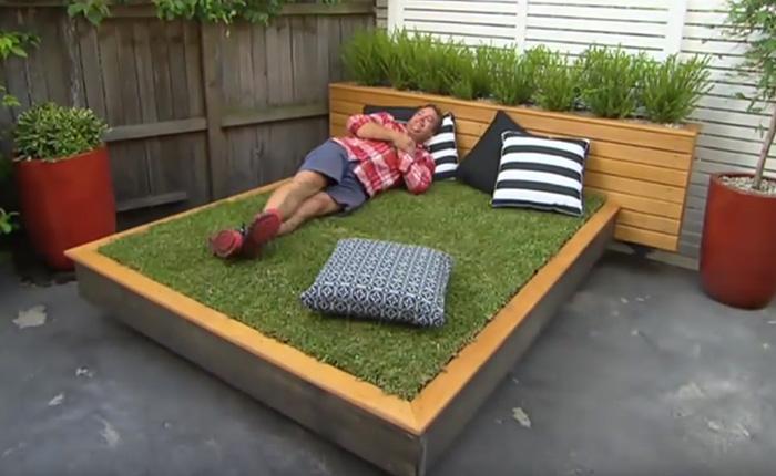 Восхитительная кровать-газон для загородного участка.