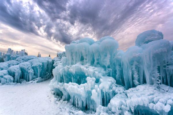 Внешний вид сказочных замков из льда.