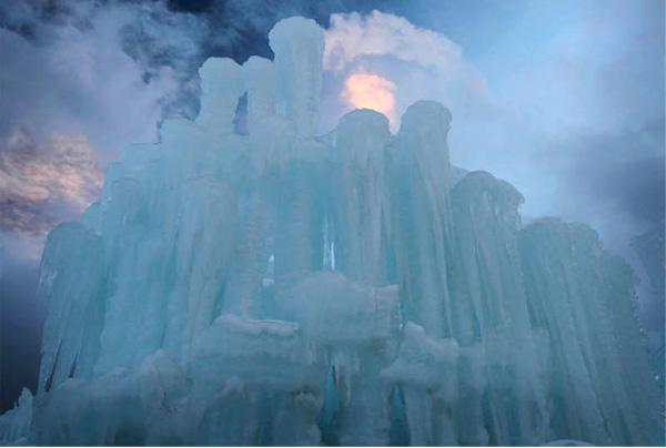 Погодные изменения оказывают свое влияние на внешний вид замков.