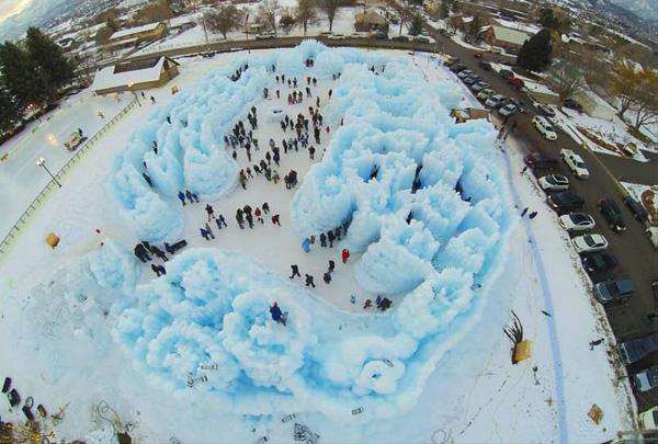 Замки могут увеличиваться в масштабах в течение всей зимы.