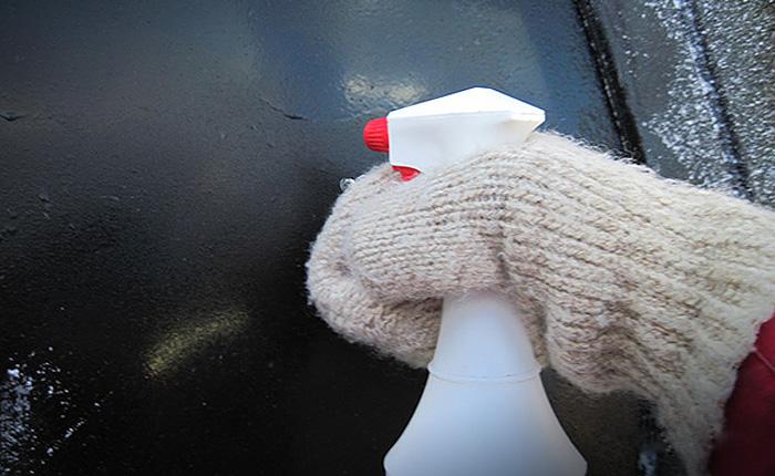 Самый простой и быстрый способ разморозить автомобильное стекло.