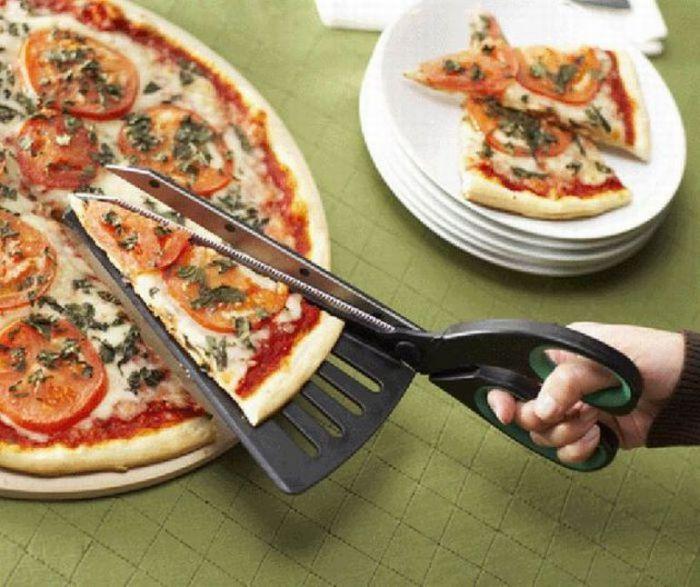 Лопатка-ножницы для пиццы.