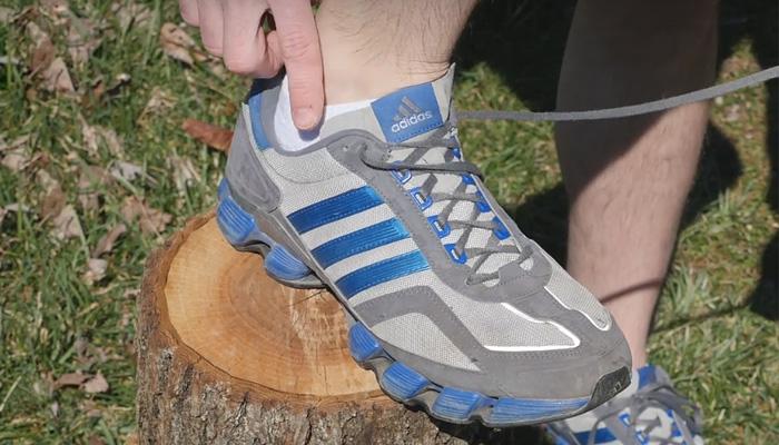 Зачем нужны 2 дополнительных отверстия в кроссовках.
