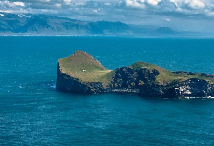 Загадочное строение на острове архипелага Vestmannaeyjar.