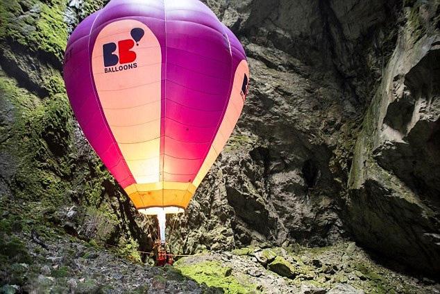 70-летний Иван Трифонов отправился в «путешествие к центру Земли» на воздушном шаре.