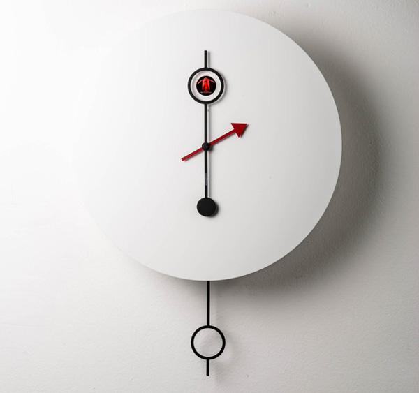 Современные часы с кукушкой.
