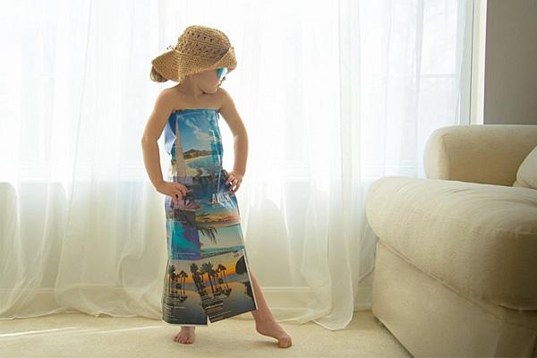 Четырехлетняя модельер делает наряды из бумаги.