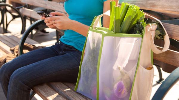 Mercado - вместительная сумка со множеством отделений.