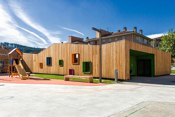 Красочный детский сад в Испании.