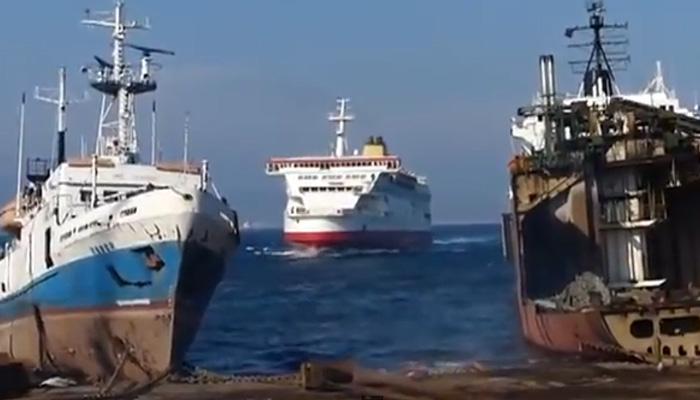 «Парковка» гигантского судна.