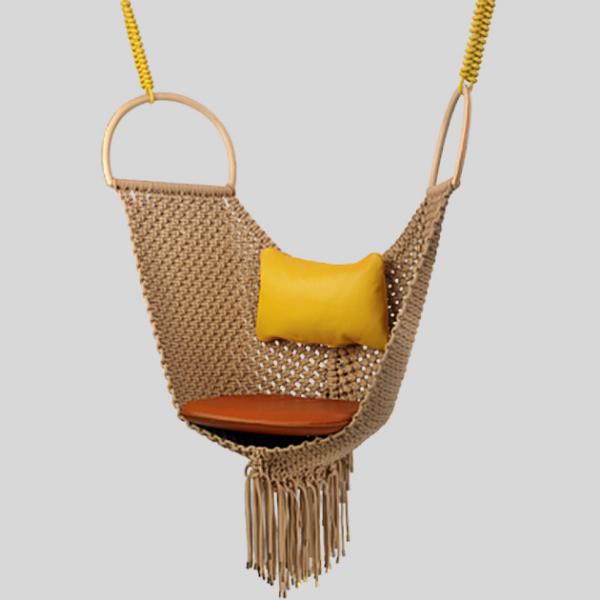 Мобильное кресло-качели от Louis Vuitton.