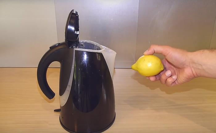 Как удалить накипь из чайника.