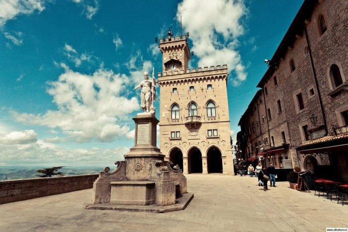 Сан-Марино одно из самых маленьких государств во всем мире. Но, не смотря на свои крохотные размеры, это место богато на достопримечательности. Это самое старое государство в Европе.
