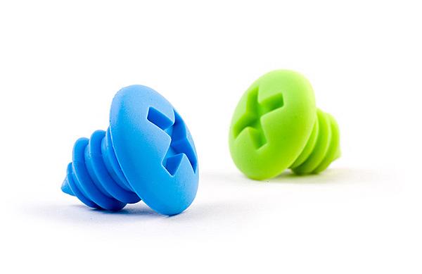 Пробки «саморезы» в зеленом и голубом исполнении.