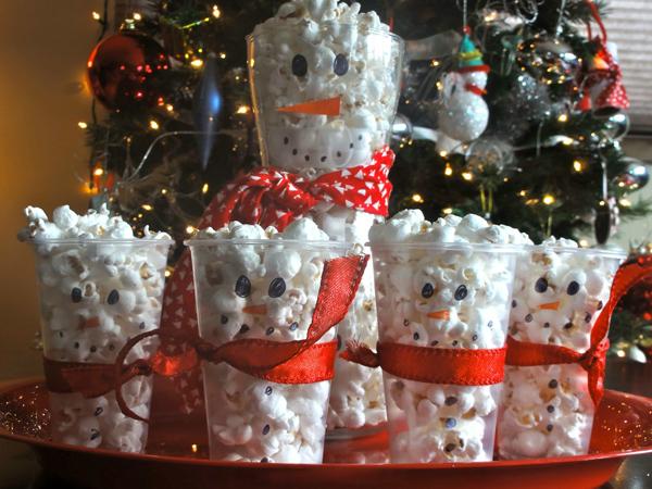 Снеговик из попкорна.