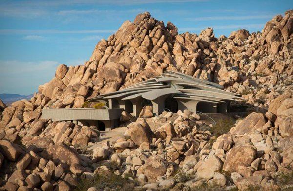 Staggering Residence - Дом Пустыни. Сюрреалистичная вилла в Калифорнии.