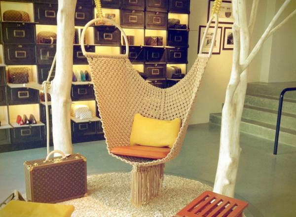 Кресло-качели от Louis Vuitton.