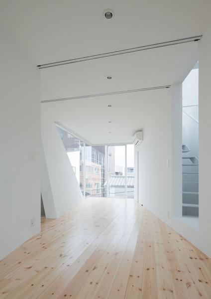 Естественное освещение - задача, с решением которой архитекторы справились блестяще.