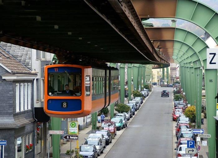 Вуппертальский монорельс - одна из старейших подвесных дорог в мире.