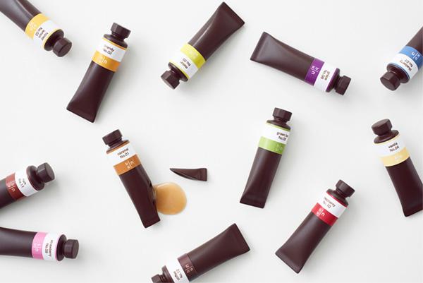 Набор шоколадных конфет в виде красок.