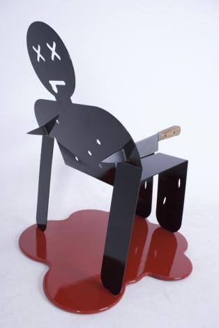 Стул, изображающий убитого: и