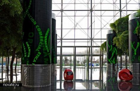 Роботы-проводники в испанском офисном комплексе