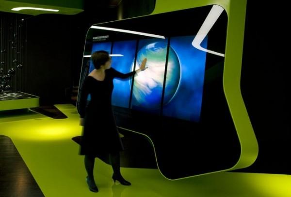 Футуристический выставочный центр последних достижений в технологиях средств массовой информации