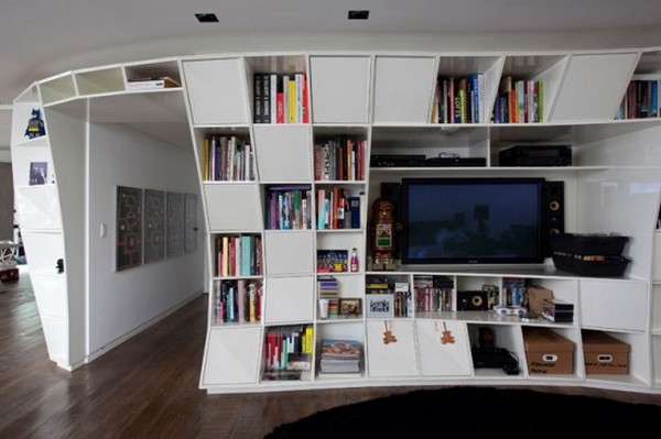 Квартира Bookcase Apartment от Triptyque Studio в Бразилии