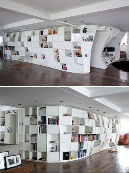 Квартира Bookcase Apartment от Triptyque Studio в Бразилии