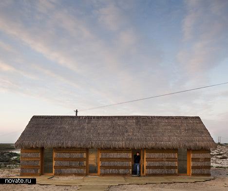 Теплые песчаные полы в проекте Casa Areia от Aires Mateus Architects