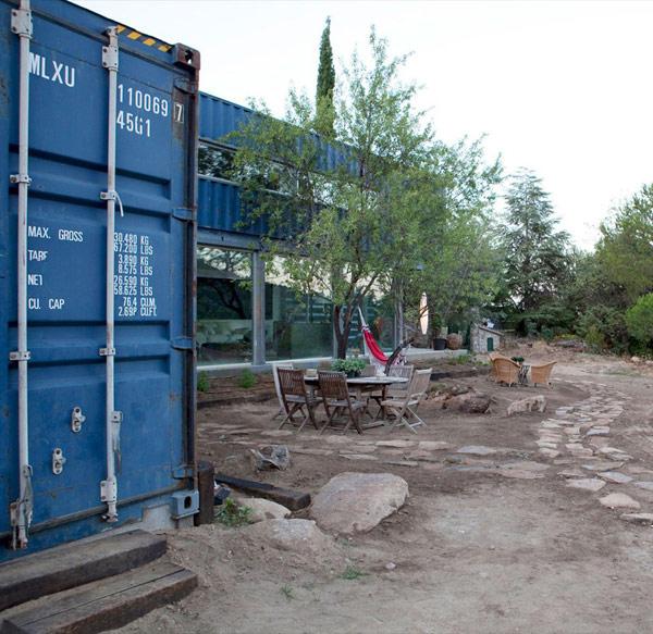 Casa El Tiamblo - жилой дом из грузовых контейнеров
