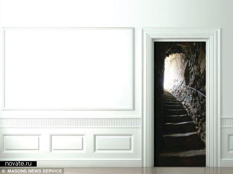 Техника Trompe-l'oeil для «заскучавших» дверей