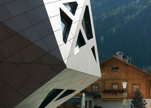Community Centre in Tyrol – «инопланетный гость» в Тирольской деревне
